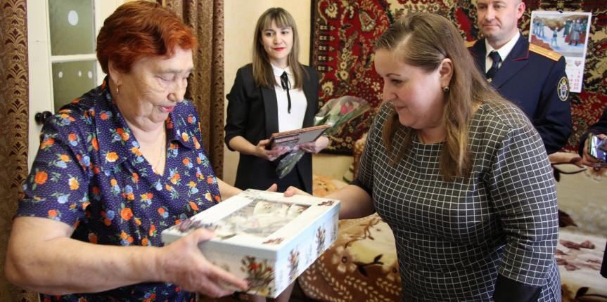 Поздравление с 83-й годовщиной узницу фашистских концлагерей, ветерана труда Киренкову Анну Павловну.