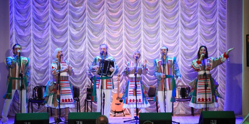 Концерт ансамбля  Новосибирской филармонии «Белые Росы»